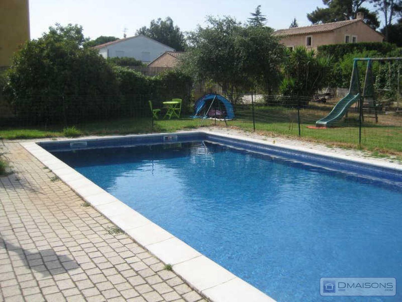 Vente maison de village ville six fours les plages for Comhoraire piscine six fours